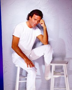Julio Iglesias – hey .. video & lyircs | Fanzwave photos and quotes gallery.