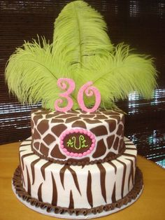 giraffe print cake, so want this for a birthday cake :)