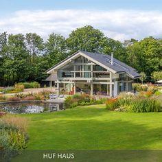 Das HUF Haus bindet die Natur unmittelbar in das Wohnerlebnis ein. Wichtig ist demnach auch der Garten: Das Team von GartenART unterstützt HUF Haus-Besitzer …