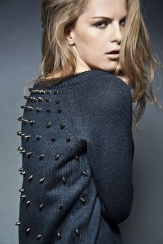 Studded Sweater by Toule Fashion Details, Look Fashion, Diy Fashion, Womens Fashion, Fashion Design, Surf Fashion, Studded Shirt, Studded Sweater, Studded Belt