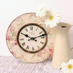 Reloj con dibujos florales para decoración.