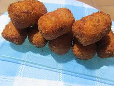 Croquetas con sabor a pizza thermomix, croquetas thermomix pizza thermomix, Canapes, Flan, Finger Foods, Sweet Recipes, Sausage, Food Porn, Food And Drink, Appetizers, Tasty