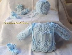 Laetiquetadelana Tutorials: booties for babies Knitting For Kids, Baby Knitting Patterns, Baby Patterns, Baby Coat, Knitted Coat, Baby Boutique, Baby Sweaters, Beautiful Crochet, Baby Wearing