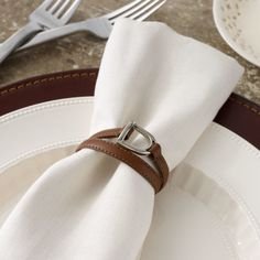 Ralph Lauren Equestrian Napkin Rings Ralph Lauren Equestrian Napkin Rings: Featuring an equestrian-inspired stirrup detail, the Dorset napkin ring is crafted from saddle leather and is the perfect heritage complement to the well-appointed table. Equestrian Decor, Equestrian Style, Ralph Lauren, Western Homes, Saddle Leather, British Style, British Colonial, Tablescapes, Napkin Rings