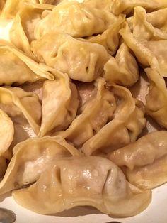 Chinese Chicken Dumplings, Asian Dumpling Recipe, Chinese Chicken Dishes, Beef Dumplings, Asian Recipes, Beef Recipes, Chicken Recipes, Chinese Recipes, Asian Foods