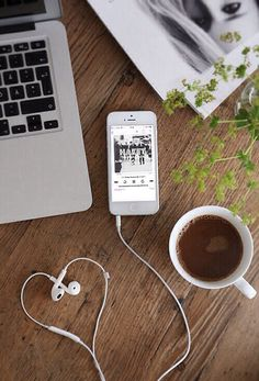 Creative photography with coffee,phone and headphones Flat Lay Photography, Coffee Photography, Creative Photography, Portrait Photography, Photography Aesthetic, Photography Ideas, Portrait Photos, Poses Photo, Coffee And Books
