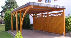 Carport in larch with single-row shingle panel laminated wood arch and solid fence Carport Modern, Carport Garage, Pergola Carport, Gazebo, Backyard Pavilion, Backyard Fences, Shed Design, House Design, Open Shed