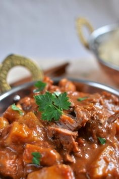 Slow cooked Indian beef curry - Claire K Creations Slow Cooker Recipes, Beef Recipes, Cooking Recipes, Slow Cooking, Crockpot Meals, Pressure Cooking, Curry Dishes, Beef Dishes, Slow Cooker Beef Curry