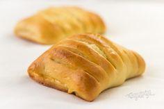 Tvarohové hrebene   Bonviváni Bread Recipes, Cake Recipes, Cooking Recipes, Czech Recipes, Sweet Bakery, Hot Dog Buns, Ham, Food And Drink, Favorite Recipes