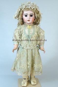 Французская антикварная кукла, сделана в 1880 -1890 годы на фабрике Jumeau в Париже. Размер куклы 55 см. На голове маркировка «10». #dolls #dollcollection #Jumeau #антикварнаякукла #кукла