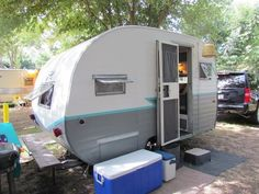 I LOVE this paint job. #trailer #teal #grey