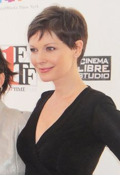 Lisa Lynn Masters, American actress (Unbreakable Kimmy Schmidt, The Girl in the Book, Gossip Girl), Short Pixie Haircuts, Pixie Hairstyles, Cute Hairstyles, Very Short Hair, Short Hair Cuts, Short Hair Styles, Androgynous Haircut, My Hairstyle, Great Hair