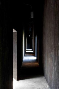 #87-phenomenology  Paying attention to the path of travel of the user and the experiencial quality that space can hold.   The Serpentine Gallery Pavilion. 2011. Peter Zumthor / Piet Oudolf. London, UK