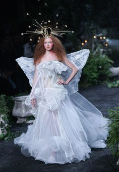 Lily Cole in Christian Dior Haute Couture by John Galliano Fashion Show, Fall/Winter 2005 Dior Haute Couture, Couture Fashion, Fashion Art, Editorial Fashion, Runway Fashion, Trendy Fashion, Fashion Show, Fashion Design, Paris Fashion