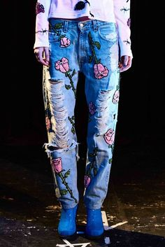 TED BAKER KHLOWE FLORAL ROSE EMBROIDERED BOYFRIEND FIT HIGH RISE BLUE JEANS RARE