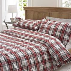 Marquis & Dawe Glencoe Red Tartan Brushed Cotton Duvet Cover Set ($55) ❤ liked on Polyvore featuring home, bed & bath, bedding, duvet covers, flannel bedding, red tartan plaid bedding, plaid flannel bedding, flannel duvet cover set and red plaid bedding