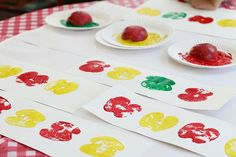 Apple Print Art for Kids | A fun fall learning activity for the little ones!