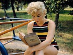 Y dicen que Marylin era una señora superficial. Pues si disfrutaba leyendo ULISES...
