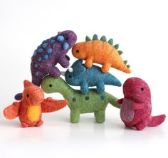 This colourful bunch of dinos will be going up in the shop at EST tonight, along with some new shiny pins and keycha. This colourful bunch of dinos will be going up in the shop at EST tonight, along with some new shiny pins and keycha. Needle Felting Kits, Needle Felting Tutorials, Needle Felted Animals, Wet Felting, Felt Animals, Felt Fox, Felt Bunny, Felt Penguin, Baby Mobile