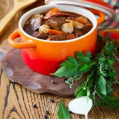 Recipe: Cannabis-Infused Sesame Mushroom Bourguignon - Leafly This hearty main course goes well on any Thanksgiving table. Mushroom Bourguignon, Bourguignon Recipe, Smashed Potatoes Recipe, Beef Sauce, Wine Sauce, Great Recipes, Healthy Recipes, Drink Recipes, Beef Recipes