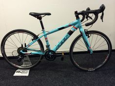 Felt F24X Cyclocross 2015 voor jr. klant , alles op tijd klaar voor het cross . Je bent niet snel te jong om te fietsen Nieuwprijs € 629,-