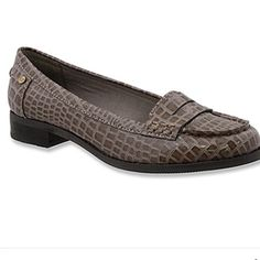 GH Bass Beatrice loafer Like new loafer by bass. Comes with box. Size 9. Color is elephant kind of a color between grey and brown. Super cute and versatile. Go with anything. Smoke free. Bass Shoes Flats & Loafers