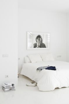 Beamer Beats TV ;) Schlafzimmer Bett, Modernes Schlafzimmer, Stilvoll  Wohnen, Innenraum,
