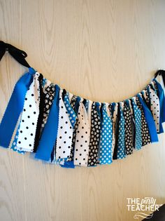 Alice in Wonderland's iconic dress and white apron are now a fabulous party bunting! Just add my turquoise, white and black bunting to your party, and make your decorating really easy. Coordinates wit