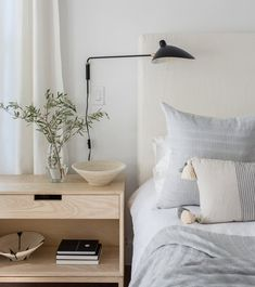 How To Start A Home Decor Line modern bedroom style inspiration.How To Start A Home Decor Line modern bedroom style inspiration Interior Exterior, Home Interior, Interior Design, Home Bedroom, Modern Bedroom, 1920s Bedroom, Neutral Bedrooms, Master Bedroom, Bedroom Design Inspiration