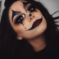 Looking for for inspiration for your Halloween make-up? Browse around this website for cute Halloween makeup looks. Maquillage Halloween Clown, Halloween Makeup Clown, Halloween Looks, Cute Clown Makeup, Scary Halloween, Simple Halloween Makeup, Halloween 2018, Joker Makeup, White Contacts Halloween