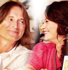 Robert Carlyle and Emilie de Ravin at Comic Con 2013. I just adore the way they look at each other