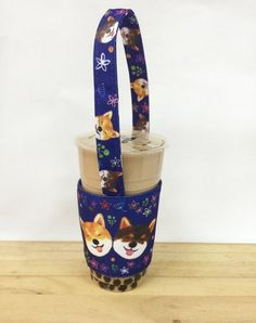 [Beverage cup bag - dark blue pair Shiba Inu] Reduce the use of plastic bags, environmentally friendly and cute Use Of Plastic, Drink Holder, Travel Mugs, Shiba Inu, Dark Blue, Beverages, Pairs, Cozy, Deep Blue