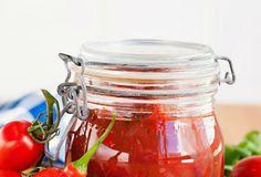 Tölkitetty tomaattikastike | Reseptit | Anna.fi Curry, Anna, Pizza, Jar, Jars, Curries, Glass