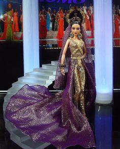 Barbie Miss Brunei Ninimomo Brunei, Beautiful Barbie Dolls, Vintage Barbie Dolls, Barbie Gowns, Barbie Clothes, Manequin, Barbie Miss, Fashion Dolls, Fashion Outfits