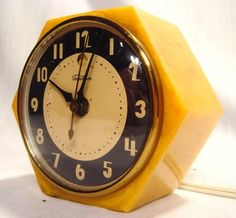 old bakelite clock