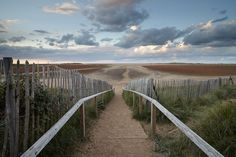The beautiful Holkham Bay on the North Norfolk Coast of England Norfolk Coast, True Homes, Pathways, Great Britain, Beautiful Landscapes, Holiday Ideas, Seaside, Photo Shoot, To Go