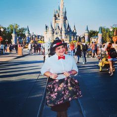 #WBW to #Halloween at #magickingdom and pretending to be the ultimate super #Nanny #marypoppins. . . . #marypoppinscostume #marypoppinsbag #marypoppinsstyle #style #fashion #wim #ootd #costume #halloweencostume #dressup #disneyworld #waltdisneyworld #waltdisney #travelblogger #travel #fashionblogger #supernanny #wednesday #waybackwednesday #mickeysnotsoscaryhalloweenparty #makeup #redlips #redlipstick #bowtie
