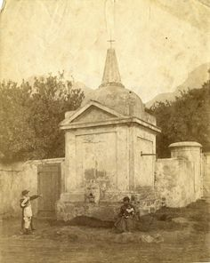 The old water pump at the corner of Prince Street and Sir George Grey Street in the Cape Town Old Pictures, Old Photos, Vintage Photos, Christiaan Barnard, Old Water Pumps, Cape Colony, Cape Dutch, Most Beautiful Cities, Old Buildings