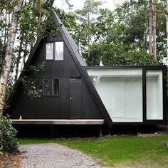 105 Affordable Log Cabin Homes Ideas - DecorisArt Building A Cabin, Building A New Home, A Frame Cabin, A Frame House, Log Home Kits, Triangle House, Little Houses, Tiny Houses, Dream Houses