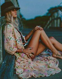 bohemian boho style hippy hippie chic bohème vibe gypsy fashion indie folk look outfit Boho Hippie, Hippie Style, Ethno Style, Gypsy Style, Boho Gypsy, Bohemian Style, Boho Chic, My Style, Bohostyle