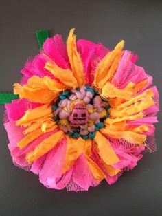 Hand hooked flower Cas Holmes, Angie Lewin, Textiles Techniques, Textile Artists, Flowers Nature, Fashion Art, Applique, Scrappy Quilts