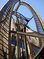 Naum Gabo naco el 5 de agosto de 1890 y fallecio el 23 de agosto de 1977. Sus construcciones más tempranas eran originalmente en cartón o madera
