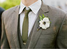 groom: groomsmen: boutonniere green theme