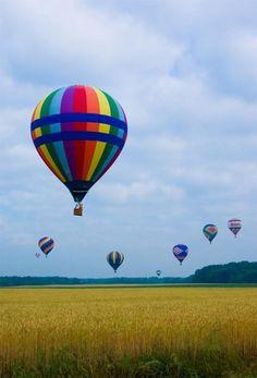 vol en montgolfière, survol d'une jolie vallée