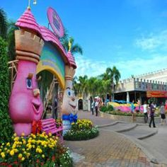 If your family loves energy-loaded entertainment, Dream World is the place for you. This is Thailand's fabulous version of Disneyland and is one of the most technologically advanced amusement parks in South East Asia. Divided into imaginative areas like Fantasy Land, Dream Garden and Adventure Land, this fun loaded park is perfect for families. Gear up for adrenalin-charged rides, spectacular shows and the wonderful Snow Town right at the center of a tropical venue. The tour also includes a…
