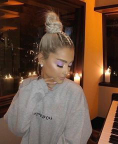 ariana-grande-blonde-hair-bun hairstyle-min Related posts: Wonderful Top Knot Long Hairstyles to Look Insane This Year Made for walkin & # Love getting new clients with long hair. … 65 fabulous Ariana Grande hairstyles that you will love Ariana Grande Fotos, Ariana Grande Blonde, Ariana Grande Outfits, Ariana Grande Hairstyles, Ariana Grande No Makeup, Ariana Grande Nails, Ariana Grande Hair Color, Ariana Grande Style 2018, Ariana Grande Tattoo