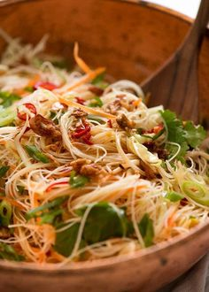 Close up of Vermicelli Noodle Salad with cabbage, carrot, beansprouts, coriander, chilli with an Asian dressing Bulgogi, Vermicelli Recipes, Vermicelli Salad, Thai Noodle Salad, Recipetin Eats, Recipe Tin, Asian Noodles, Rice Noodles, Side Salad