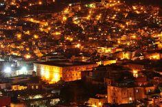 夜に輝く美しい街の光。世界の街の美しい夜景たち   トラベルハック あなたの冒険を加速する - via http://bit.ly/epinner