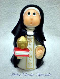 Santa Edwiges modelada em biscuit com características infantis. Elo7 - Atelier Claudia Aparecida