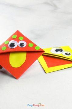 Diy Snowflake Decorations, Easy Halloween Decorations, Easy Christmas Crafts, Halloween Crafts For Kids, Bookmarks Diy Kids, Bookmark Craft, Corner Bookmarks, Origami Bookmark Corner, Easy Paper Crafts